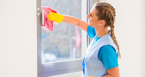 professional window cleaning using cloth